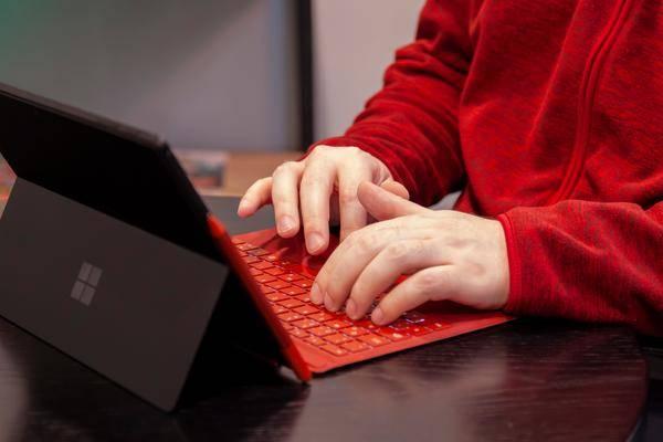 Surface Pro 8 & Surface Laptop 4 erstmals zertifiziert