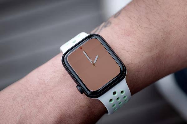 Warum Apple plötzlich Mittelklasse-Smartwatches baut
