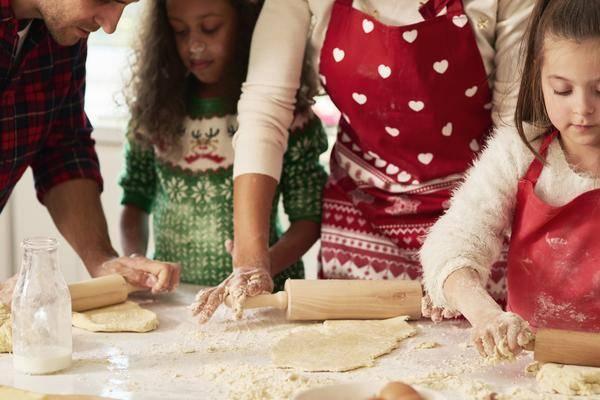 In der Weihnachtsbäckerei: 9 praktische Helfer beim Plätzchenbacken