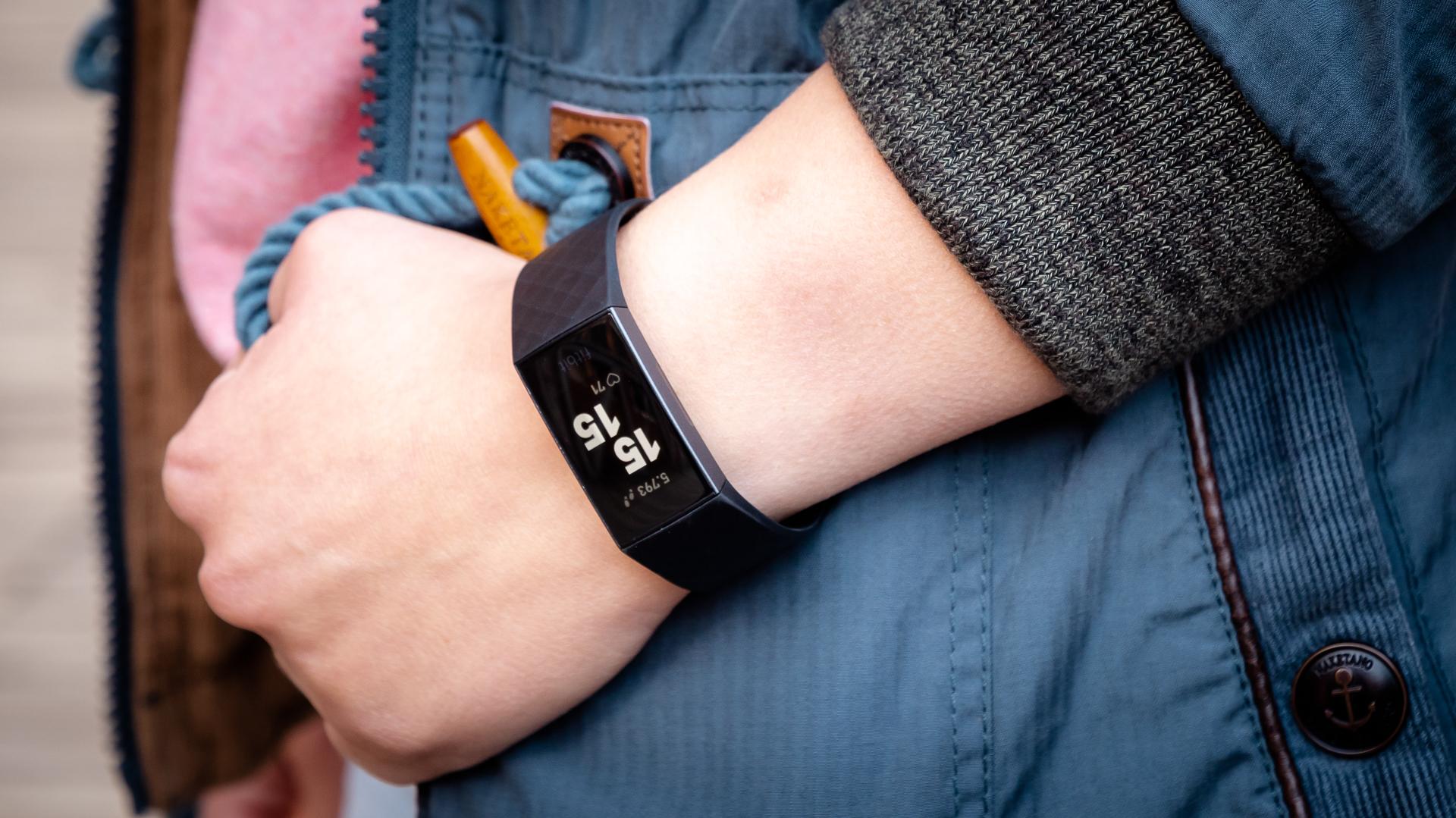 Fitbit Charge 10 einrichten: So startest Du den Fitness-Tracker